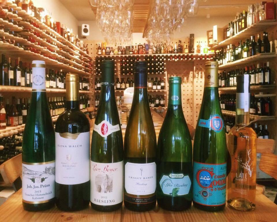 Join the Wine Club! Accent pe Riesling la VINO